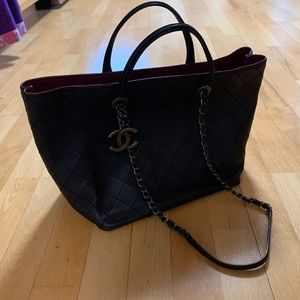 CHANEL tote in very good condition ❤️